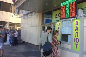 Долар в Україні стрімко рвонув угору