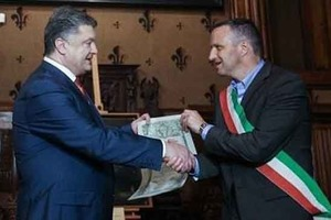 Порошенка позбавили звання почесного громадянина Верони
