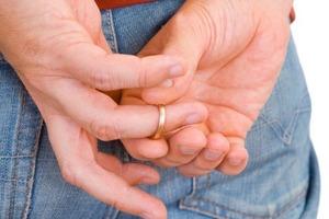 Почему нельзя снимать обручальное кольцо