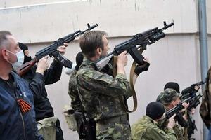 Из оккупированного Луганска массово бегут местные жители