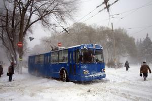 Одессу завалило снегом, в город не пускают фуры