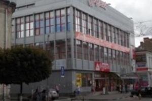 У Стрию підліток впав з даху супермаркету, роблячи селфі