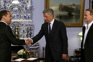 Порошенко прокомментировал визит Бойко и Медведчука в Кремль