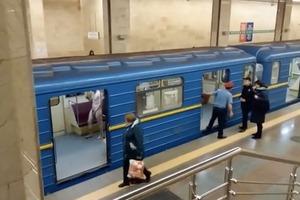 Голый мужчина в Киеве пытался угнать поезд