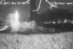 """Вандалы, """"забетонировавшие"""" Вечный огонь в Киеве, попали на видео"""