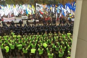 Рада начала работу: депутатов охраняют десять кордонов правоохранителей