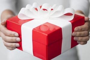Від гріха подалі: 7 речей, які не варто приймати в подарунок