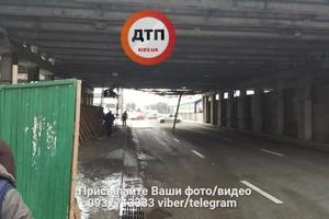 В Киеве обвалился очередной мост