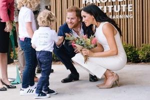 Меган, Гарри и ма-а-аленький животик. Появились первые фото официально герцогини