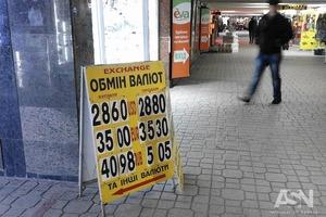 Евро перевалил за 35 гривен, а доллар снова подтягивается до 29-ти