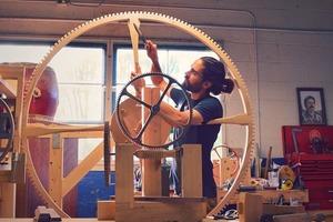 Американський годинникар створює велетенський годинник, щоб люди цінували час