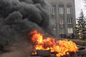 В Кривом Роге газовый бунт - люди зажгли шины
