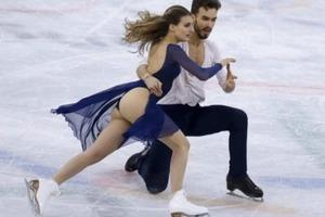 Фигуристка из Франции показала новый «стриптиз» на Олимпиаде