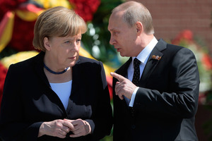 Меркель заставила Путина согласиться на миротворцев