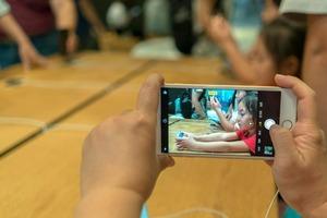 Пользователи iPhone в ярости после последнего обновления iOS 11.4, которое тушит камеру