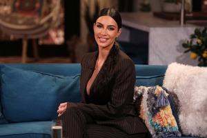 Ким Кардашьян пояснила, почему ложится спать с косметикой на лице