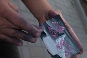 Ужгородський художник пальцями малює шедевральні картини за 2 хвилини