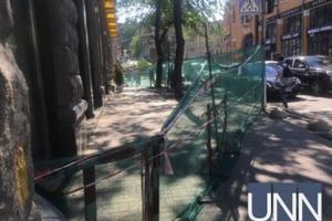 На столичном Крещатике рухнул балкон дома