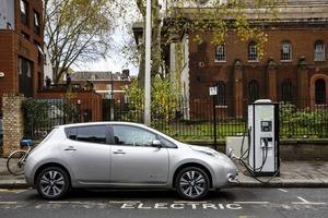 Bloomberg: Водители электрокаров оказались слишком умными, чтобы покупать их