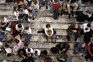10 поступков, которые отталкивают от вас людей