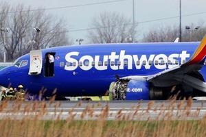 Один пассажир погиб, другого засосало в окно при взрыве самолета в США