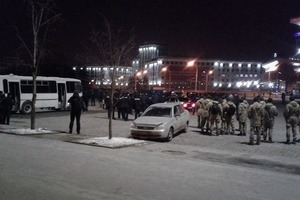 Фанаты «Шахтера» и «Ромы» дрались, бросали кирпичи и петарды в Харькове