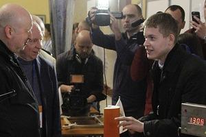 Научный батл: Турчинову показали 1200 изобретений юных украинцев