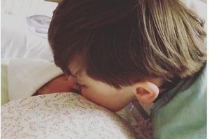 Супруга Омеляна выложила первое селфи новорожденной и назвала ее имя