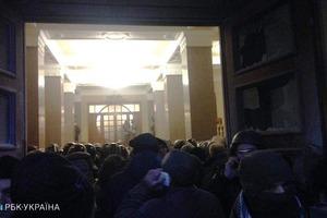 Митинг в Киеве. В Октябрьском дворце произошли столкновения