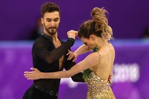 Конфуз на Олимпиаде: фигуристка из Франции показала больше, чем нужно