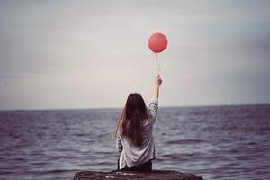 Одинокие женщины счастливее холостяков – исследование