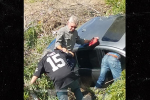 Харрисон Форд спас женщину из разбитого в ДТП авто