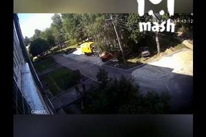 Рабочие поймали малыша, сорвавшегося с четвёртого этажа — видео