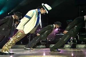 Врачи раскрыли секрет невероятного трюка Майкла Джексона