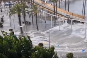Цунамі на Майорці віднесло німецького туриста (відео)