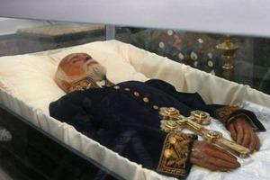 Розмотайте єгипетські мумії, заощадите на бинтах. Українців обурила пропозиція Супрун закопати мумію Пирогова