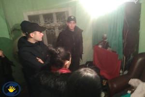 Жили, как щенята, в мусоре: на Буковине из семьи изъяли семерых детей