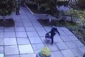 Дерзкое похищение младенца в Киеве. Появилось видео
