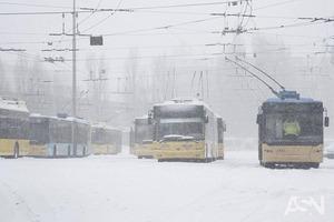 Движется снежная буря: полиция призвала водителей отказаться от поездок
