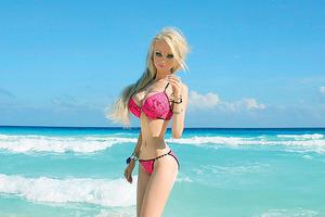 Полностью обнаженная: Украинская Барби устроила фотосъемку в душе