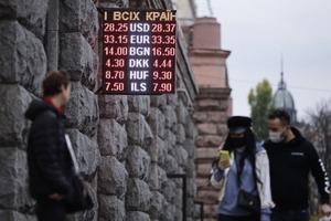 Как слухи об усилении карантина влияют на доллар в Украине. Что будет с гривней до конца года