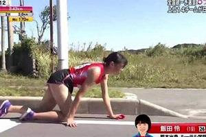 Кровавые колени и жестокость судей: В Японии бегунья ползла к финишу со сломанной ногой