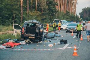 В лобовом столкновении на трассе Киев - Ирпень погибли четыре человека