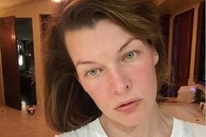 42-летняя Мила Йовович шокировала поклонников селфи без макияжа