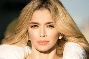 Віра Брежнєва проміняла блонд на інший колір