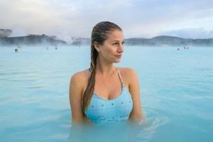 Щедра Ісландія: 5000 євро в місяць тому, хто візьме в дружини ... Місцеву дівчину!