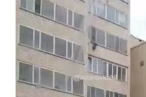 Смельчак поймал ребенка, летящего с 10 этажа
