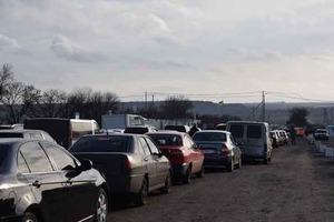 На КПП «Еленовка» подорвалось авто, есть жертвы