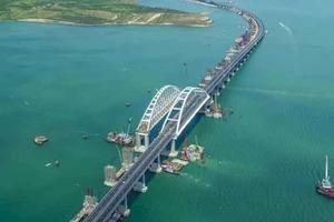 Пассажирские автобусы не пускают на Крымский мост