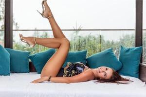 48-летняя Эвелина Бледанс влипла в скандал из-за фотосессии голышом